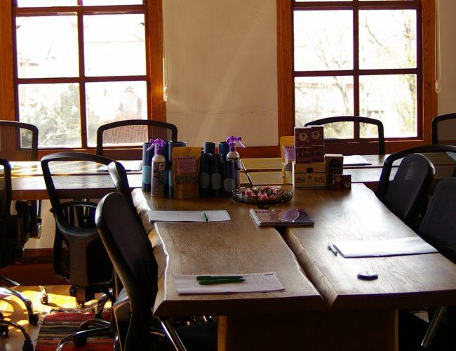 11. Toplantı Cahit Uzman salonıu masa 2
