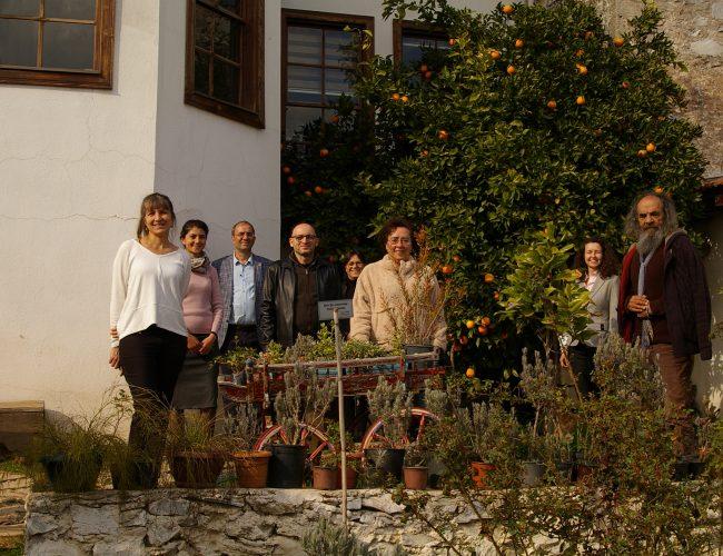 11. toplantı Mütevell Heyeti Üyeleri Dışarıda 1